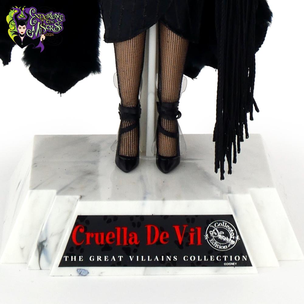 47452e141d58b Mattel Disney Collector Dolls: Great Villains Collection '101 ...