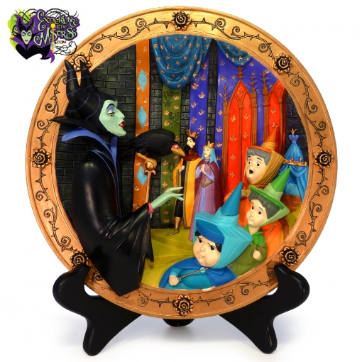 1994-Disney-Store-Sleeping-Beauty-Maleficent's-Curse-Dimensional-Collectible-Plate-001