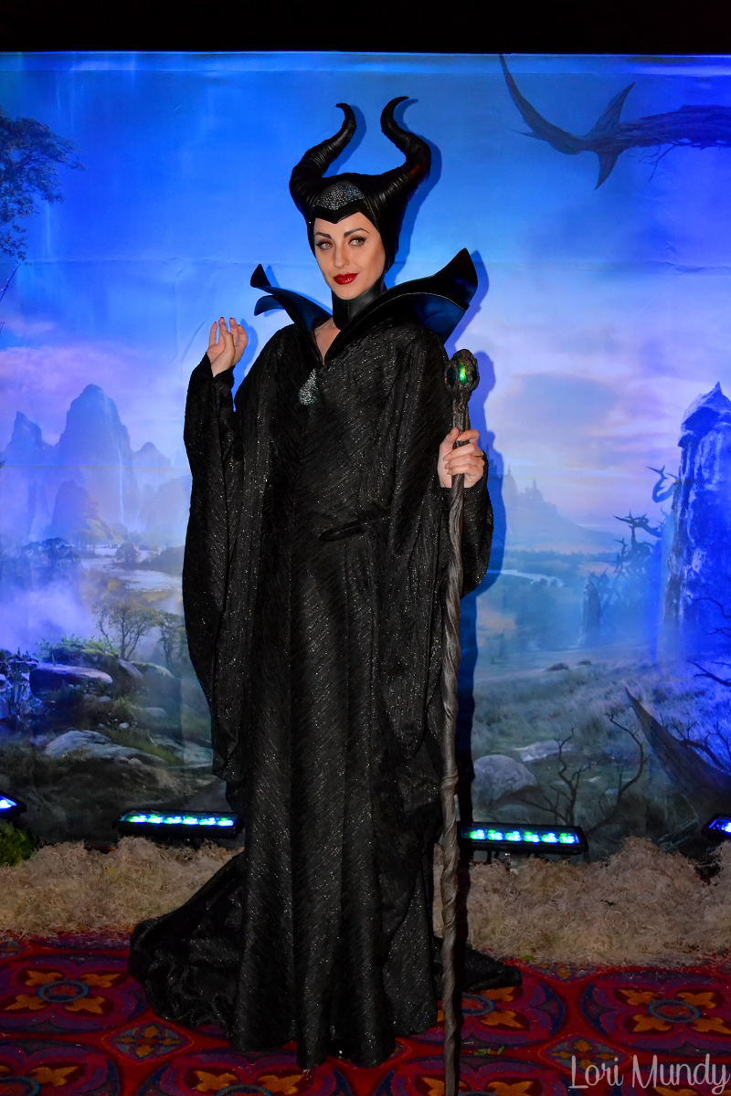 Disney parks new maleficent movie face character greets lucky guests photo credit princesstori96 m4hsunfo